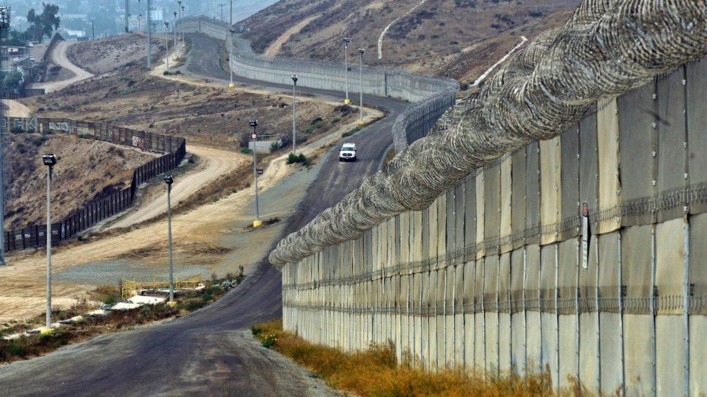 Il muro che divide Messico e Stati Uniti