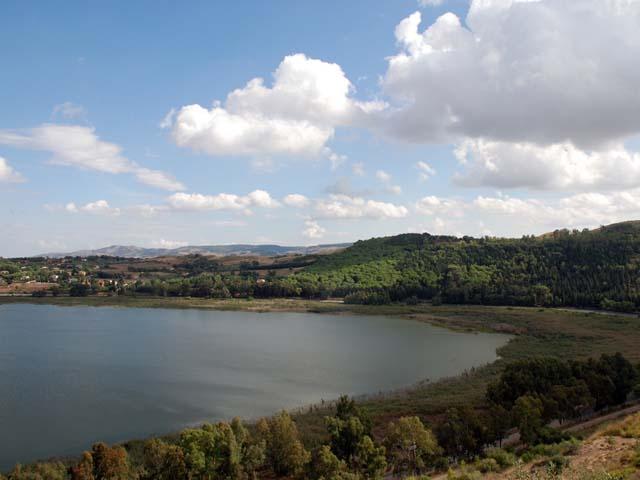 Sponda del Lago Pergusa, teatro del rapimento di Proserpina ad opera di Ade