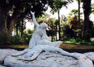 Gruppo marmoreo raffigurante Aci e Galatea visibile presso la Villa Belvedere di Acireale