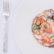 Insalata di molluschi e crostacei con salicornia al limone su polpo pressato