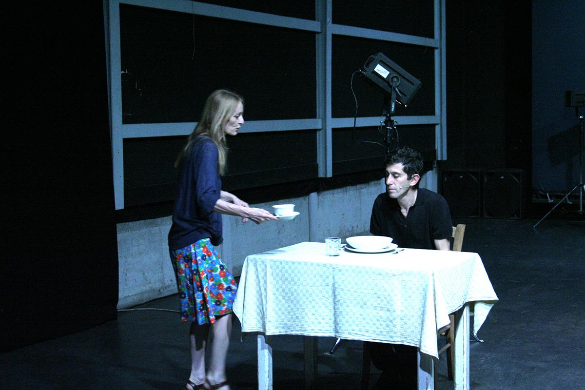 Una foto di scena di Reality, con Deflorian e Tagliarini