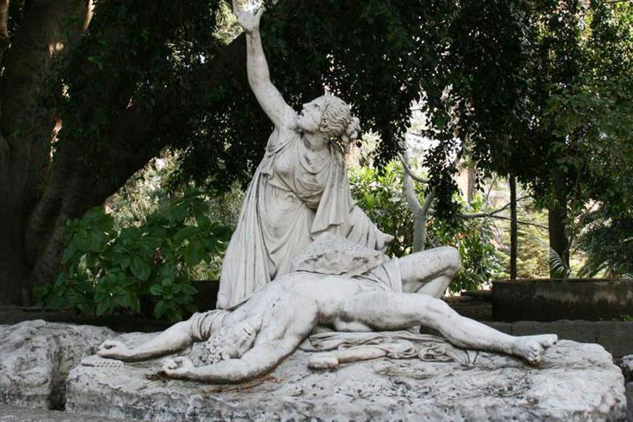 La statua di Aci e Galatea a villa Belvedere, Acireale